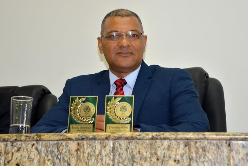 Osvaldo Cruz recebe dois troféus na Câmara Municipal