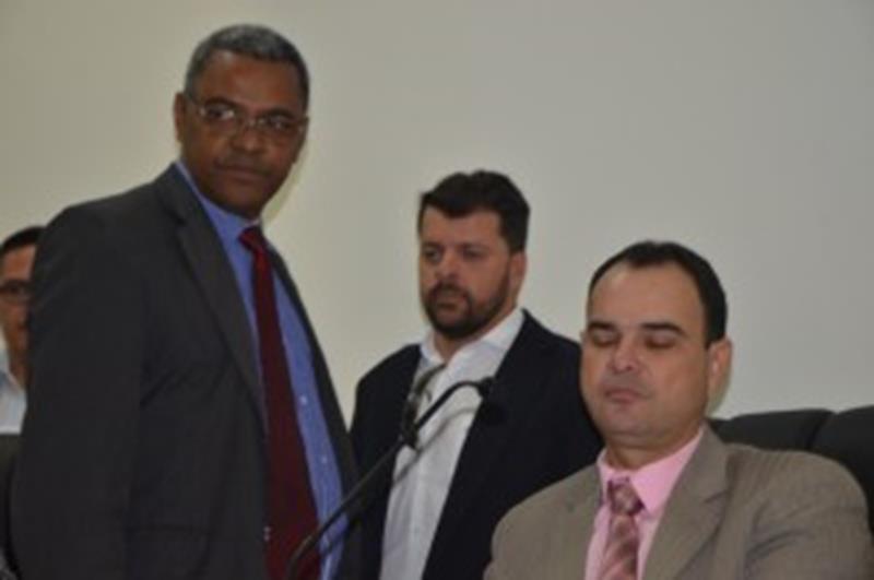 Secretário Nau acalma os ânimos dos vereadores ao visitar a Câmara Municipal