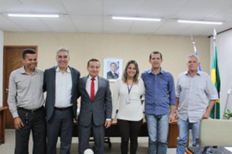 Representantes de Coração de Maria e o deputado Zé Neto