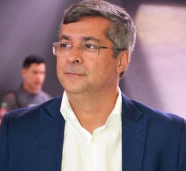 Secretario Fernando Torres
