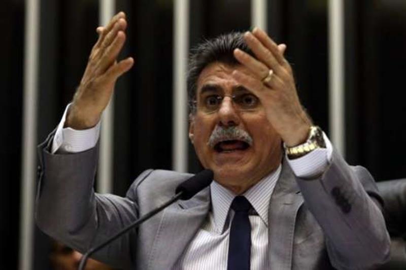 Jucá diz que pedido de impeachment de Temer 'perturba ambiente político'