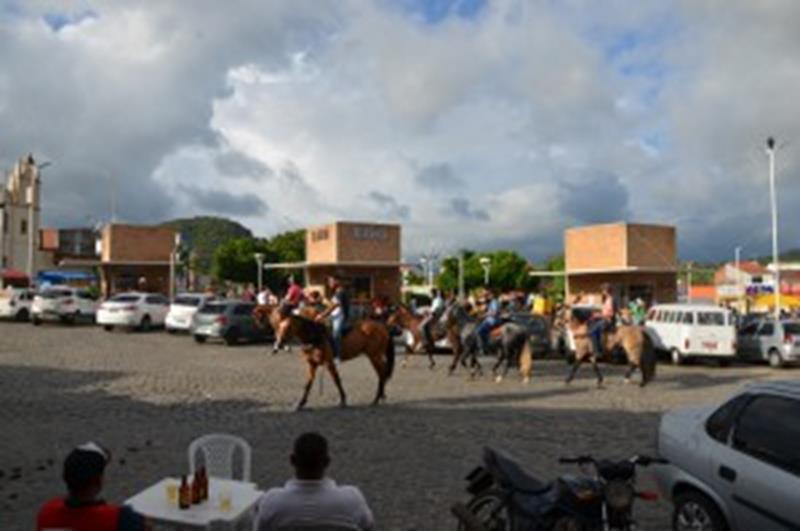 Anguera, festa é cancelada e população fica na Praça