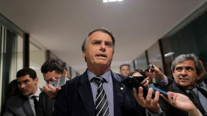 Presidential candidate Jair Bolsonaro speaks with journalists at the National Congress in Brasilia, Brazil September 4, 2018. REUTERS/Adriano Machado - RC1D6A766B40